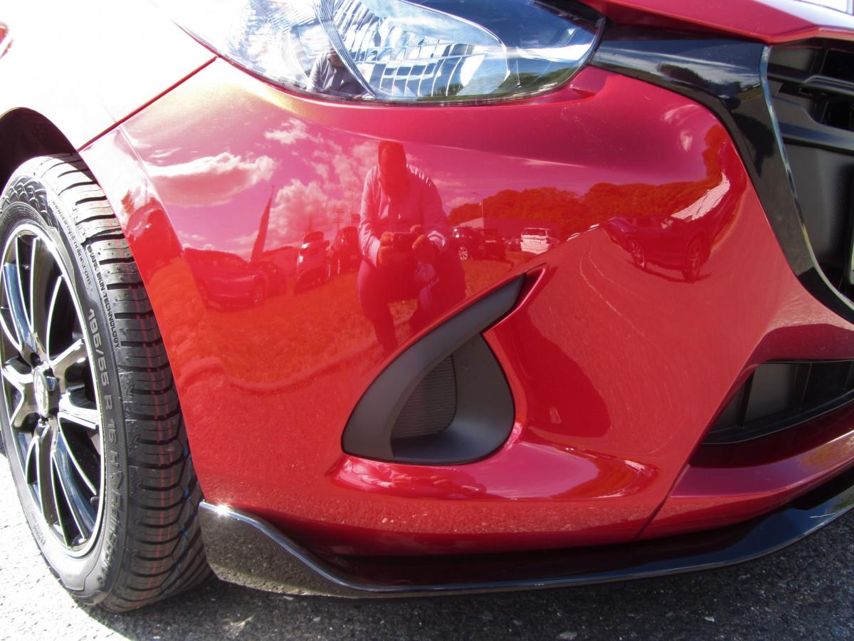 Mazda 2 Sondermodell Senshi Folliertes Detail Stoßstange