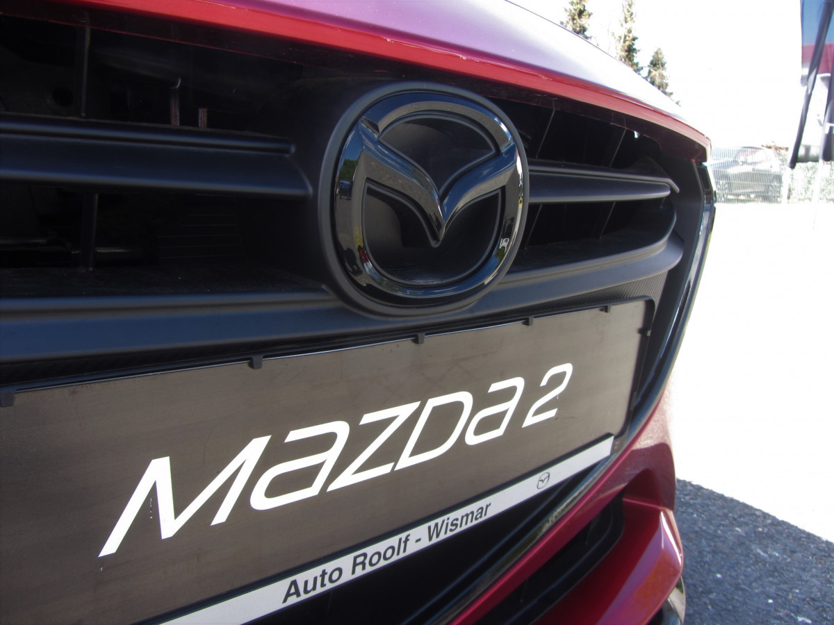Mazda 2 Sondermodell Senshi Mazda Logo schwarz vorne