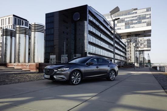 Mazda6, der Kombi ist zurück, in grau.