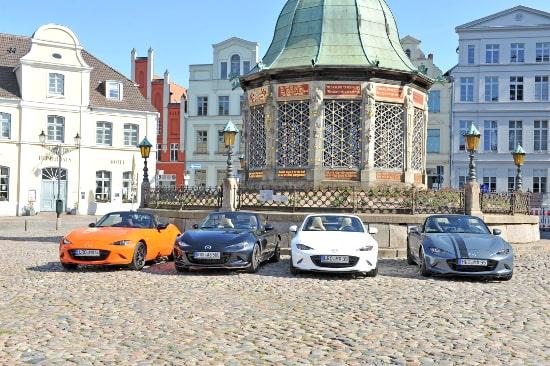 Autohaus Sachs Mazda MX5 auf dem Markt in Wismar