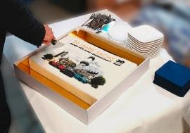 Autohaus Sachs feiert Geburtstag - Natürlich mit Torte