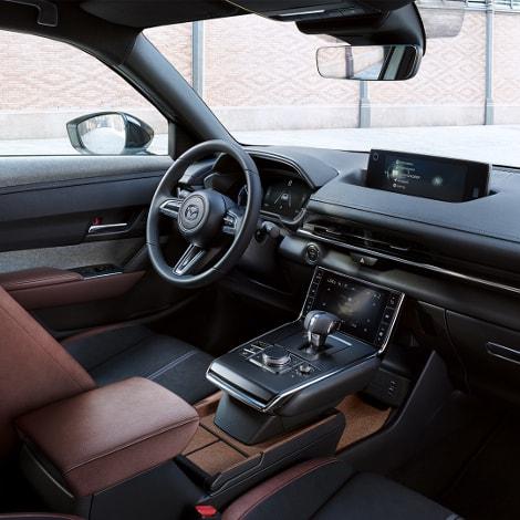 Autohaus Sachs MX-30 Fahrersitz mit Lenkrad und Konsole